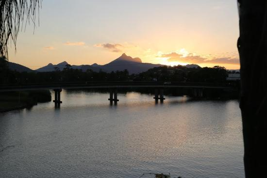Murwillumbah YHA - Riverside Backpackers: Sunset over Mt Warning at the YHA