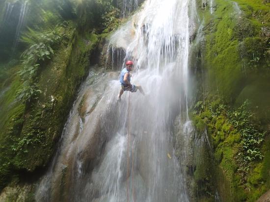 Edge Vanuatu: Waterfall