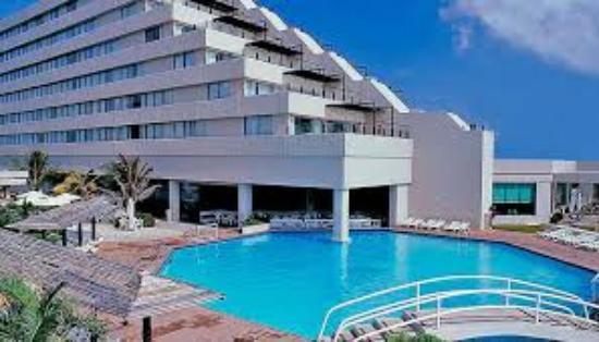 Park Royal Cancun >> Torre Numero1 E Piscina Com Bar Molhado Picture Of Park