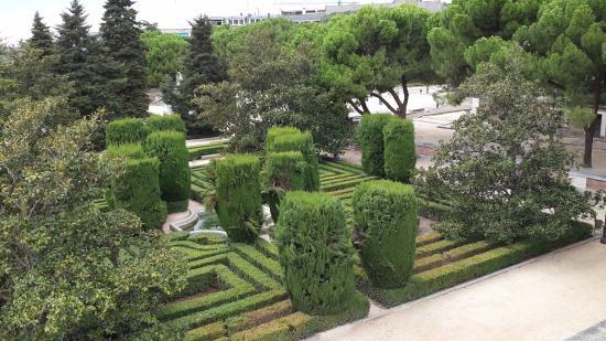 Jardim sabatini picture of jardines de sabatini madrid for Jardines sabatini