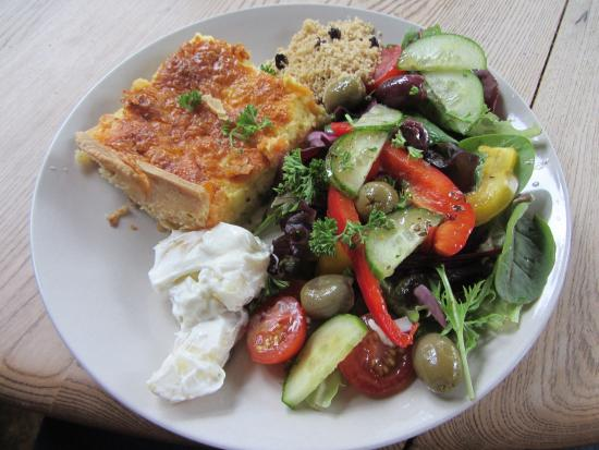 Kilmartin Museum Cafe: Smoked salmon quiche and salad