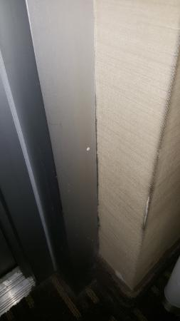 Wingate by Wyndham Manhattan Midtown: Mold in the Corner In the room 1803
