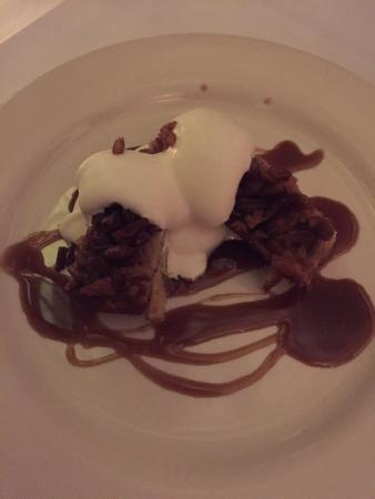 Upperline Restaurant: Honey-pecan bread pudding with toffee sauce