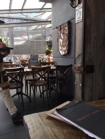 Criniti's Darling Harbour: Family enjoyed with pizza and peroni on tap