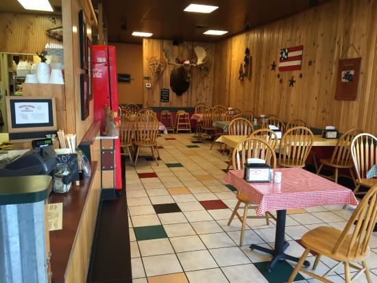 Arlington, WA: Casual restaurant interior.