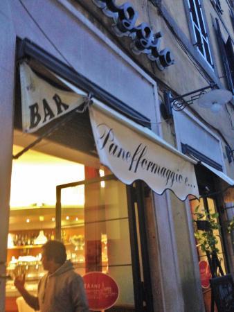 Panefformaggio: view of restaurant entrance from sidewalk at dusk