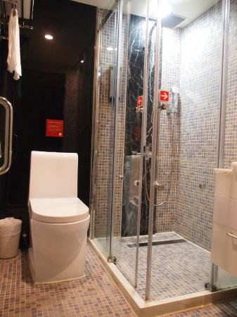 E House Hotel Ximending: バスタブはありません