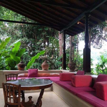Apa Villa Illuketia: The balcony attached to the Hibiscus Room