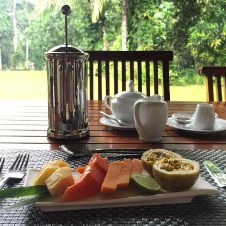 Apa Villa Illuketia: Fresh fruit at breakfast