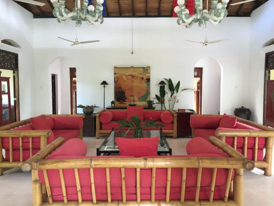 Apa Villa Illuketia: A view of the main room.