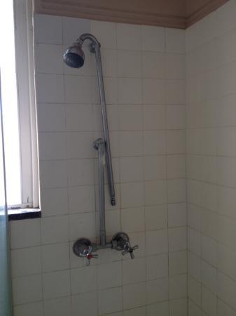 Inglewood, Australia: Burst 60 yo plumbing.