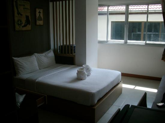BB@Ratchavipa : 2階のダブルルーム。広くて清潔。