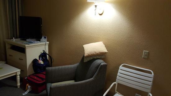 Capistrano Surfside Inn: living room area in two bedroom unit