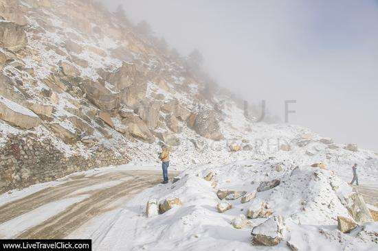 On the way to sela pass