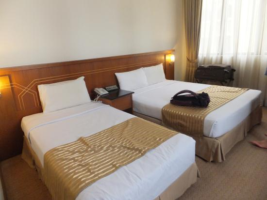 Hotel Putra KL : A single and a double bedded room