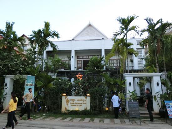 Apsara Centrepole Hotel: ホテル外観