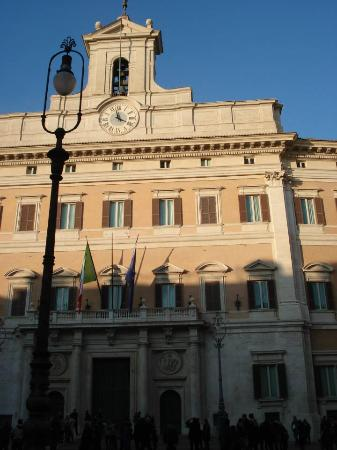 Palazzo di monte citorio sede della camera dei deputati for Sede camera dei deputati roma