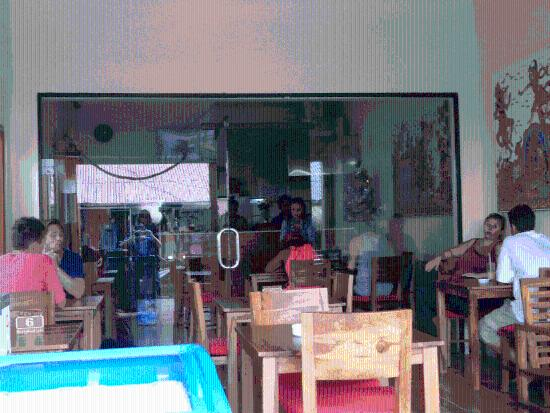 Brata Inn: Happy Eating