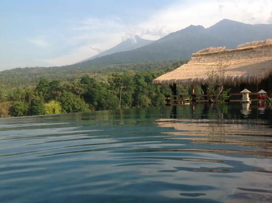 Martas Hotel: View of Mt Rinjani