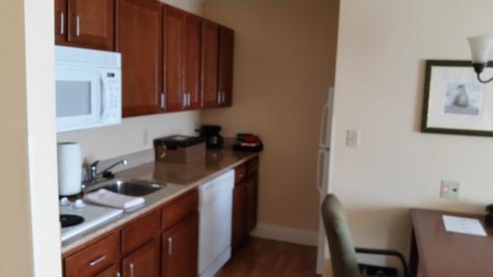Homewood Suites Long Island - Melville: Kitchenette