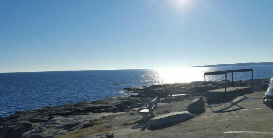 Cape Neddick Nubble Lighthouse: Biew of the Southern coast