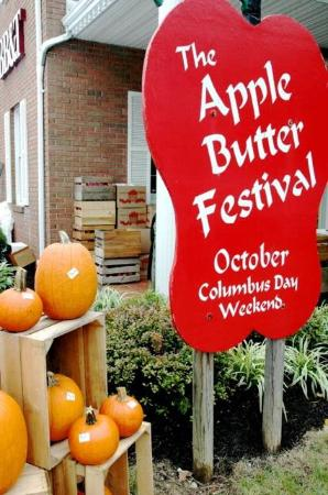 Berkeley Springs, WV: Apple Butter Festival Sign