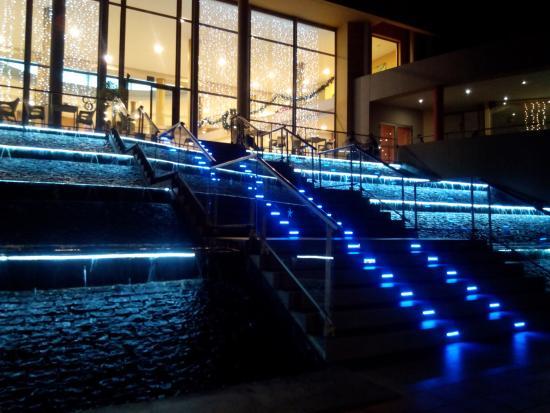 Iberostar Fuerteventura Park: sclalinata d'acqua e luci