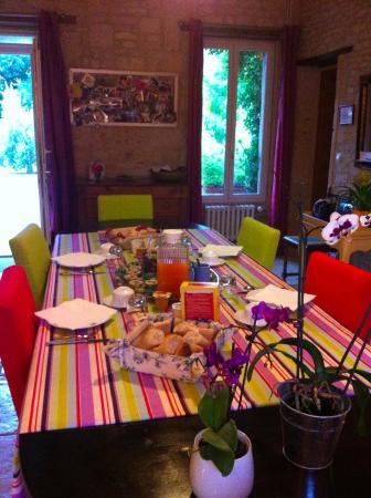 Lion-sur-mer, França: Petit déjeuner à la salle à manger