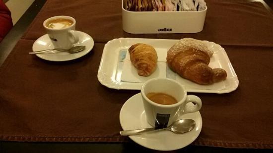 Il Nuovo Caffe : Colazione al tavolo