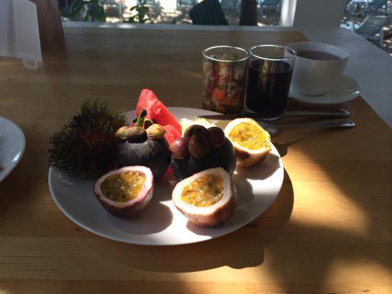 King's Garden Resort : Фрукты на завтрак