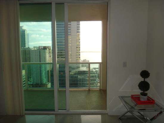 Balcon del departamento y comedor,vidrios templados: fotografía de ...