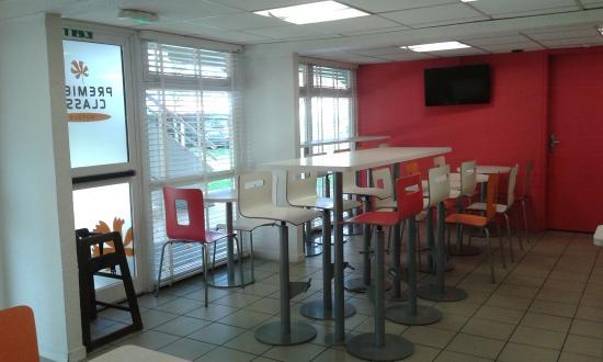 Premiere Classe Caen Est - Mondeville: La salle de petit-déjeuner