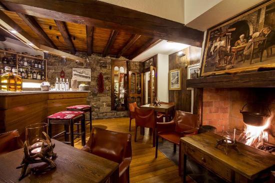 Bar di montagna foto di la taverna del pilier - Taverna di casa ...