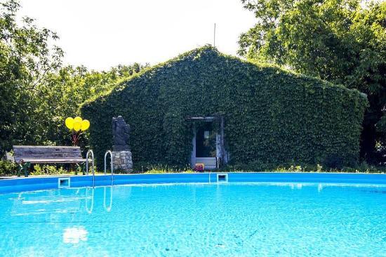 Chorvatsky grob hot spring
