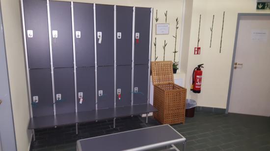 abschließbare Schränke im Sauna und Fitnessbereich - Bild von ...