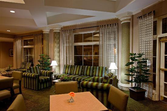La Quinta Inn & Suites Greensboro: Lobby view