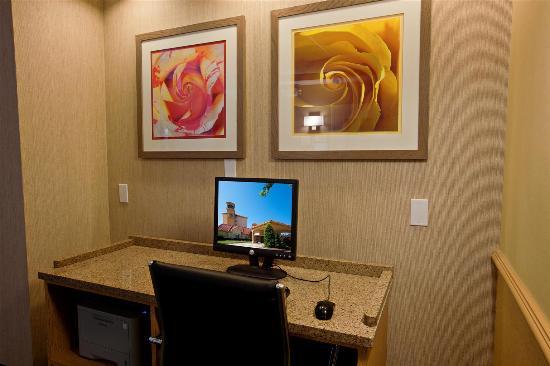 La Quinta Inn & Suites Greensboro: Business center