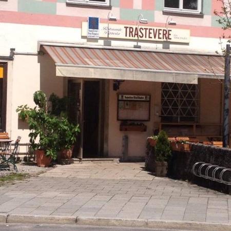 Ristorante Pizzeria Trastevere da Vincenzo: Eingang zum Restaurant/Terrasse