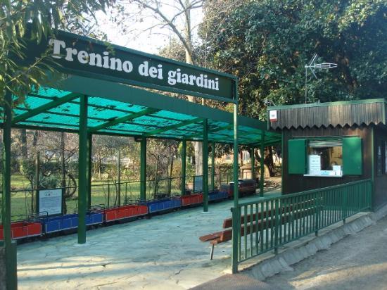 Il trenino per i bambini foto di giardini pubblici indro for Via giardini milano