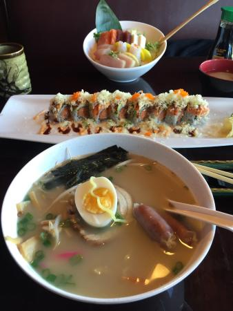 Yoshiya Japanese Resturant : Ramen lunch special, koto roll, Chirash with hot tea