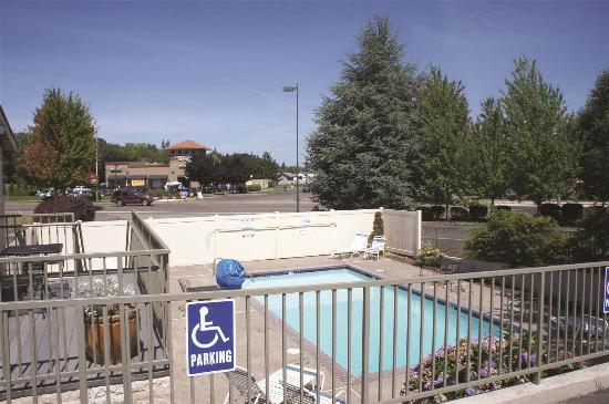 Woodburn, OR : Pool view