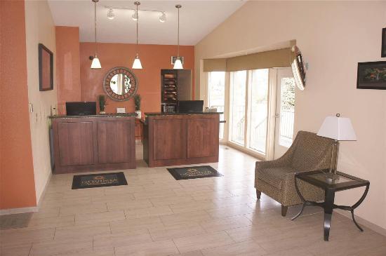 La Quinta Inn & Suites Woodburn: Lobby view