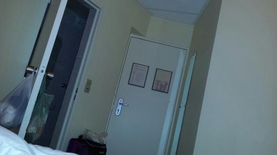 Hotel St. Georges Lafayette: Interni e veduta dalla finestra al 1piano