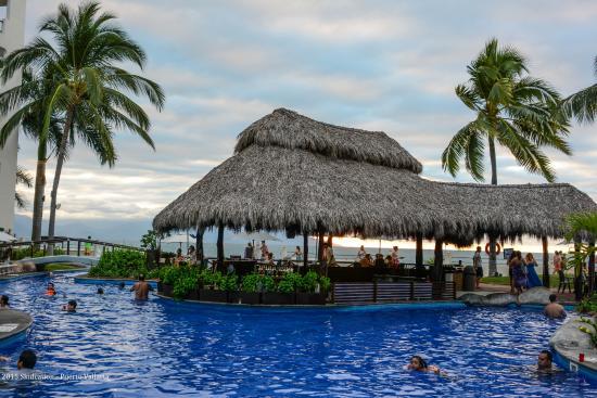 Plaza Pelicanos Grand Beach Resort Pool Bar View