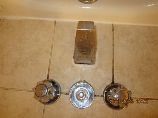 Glen Grove Suites at The Maple Leaf: Bath