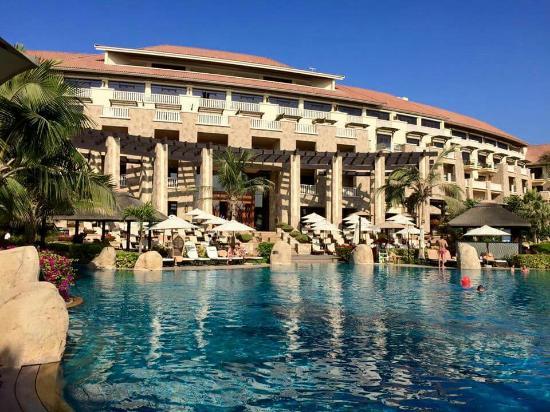 Sofitel dubai the palm resort spa picture of sofitel for Dubai palm hotel