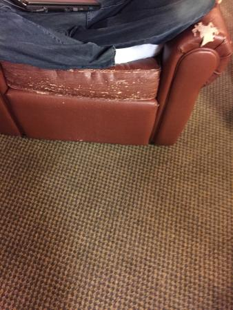 Candlewood Suites Indianapolis Dwtn Medical Dist: Worn & Tattered Furniture