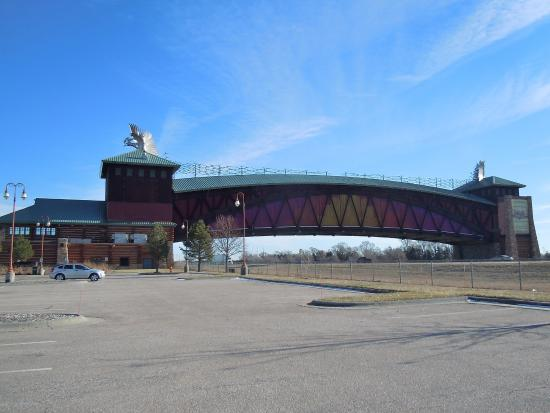 Great Platte River Road Archway Monument: The monument, spanning Route 80