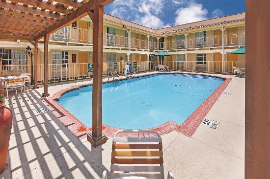 La Quinta Inn Dallas Uptown: Pool view