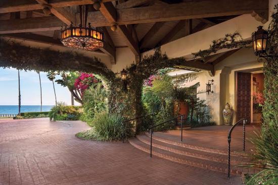 four seasons resort the biltmore santa barbara entrance to the hotel